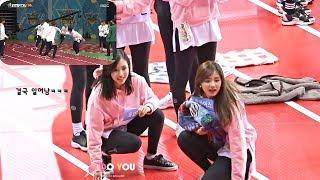 TWICE Tzuyu and Mina react to MEN 400M RELAY