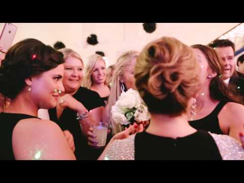 這個新娘在丟捧花時突然把花直接交給妹妹,接著出現的大驚喜讓現場賓客收獲5倍的感動!
