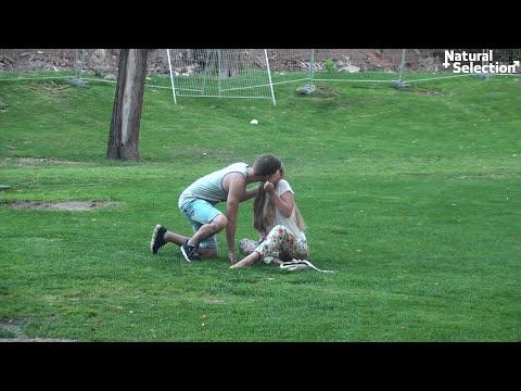 Поцелуй ПРАНК / Kissing Prank видео