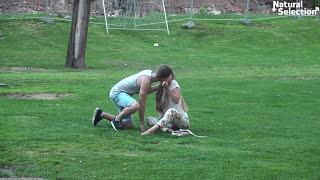 Mówią nie,ale i tak to robią! Szybki sposób na pocałowanie obcej dziewczyny na ulicy!
