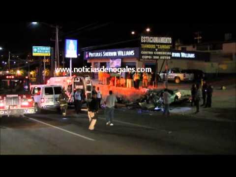 Muere joven al chocar vehículo en el periférico; hay 3 heridos