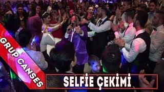Grup Canses - selfie çekim yaparken