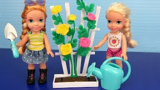 Video GARDENING ! Elsa and Anna toddlers plant flowers and vegetable seeds MP3, 3GP, MP4, WEBM, AVI, FLV Agustus 2018