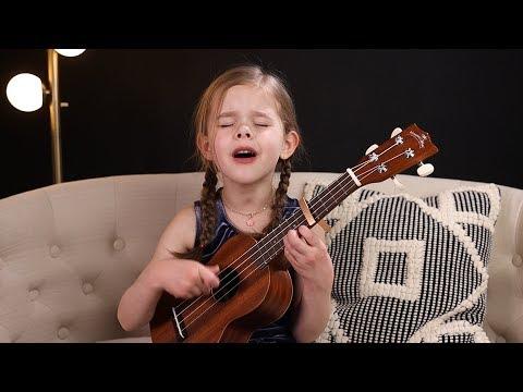 6-latka śpiewa hit Presley'a i gra do tego na ukulele. Jej pasją jest śpiewanie i zajmuje się tym, odkąd tylko nauczyła się mówić.