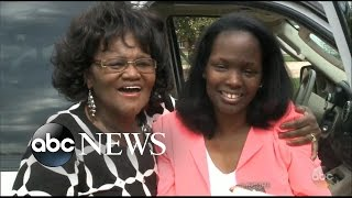 Video Mom Reunites With Daughter She Thought Was Dead For Nearly 50 Years: Part 1 MP3, 3GP, MP4, WEBM, AVI, FLV Oktober 2018