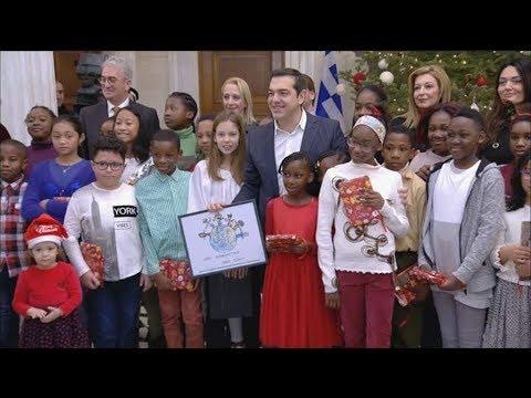 Χριστουγεννιάτικα κάλαντα στον πρωθυπουργό Αλέξη Τσίπρα