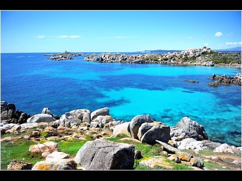 Die kleine, fast unbewohnte Inselgruppe wurde 1982 zum Naturschutzgebiet erklärt und besitzt wohl einige der schönsten Buchten und Strände des gesamten Mittelmeers.