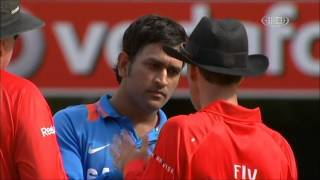 Mahendra singh Dhoni fight with Third Umpire Wrong Decision - M S Dhoni Rocks!!!