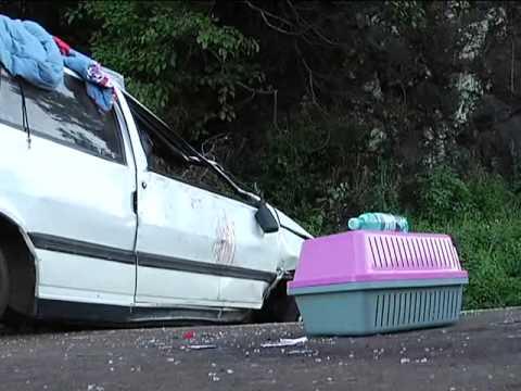 Carro capota e mulher ferida na PR 280, em Renascença