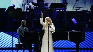 Full Performance de Christina Aguilera en #TakingTheStage