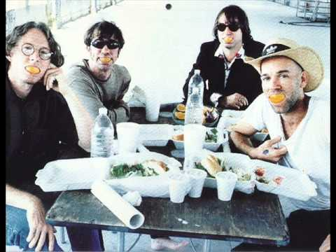 Tekst piosenki R.E.M. - Silver Bells po polsku