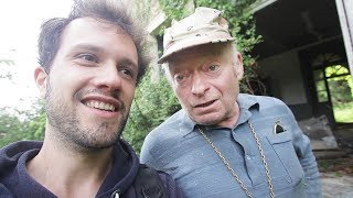 Video On part explorer un château abandonné avec Richard, le papy gardien ! MP3, 3GP, MP4, WEBM, AVI, FLV Juli 2017