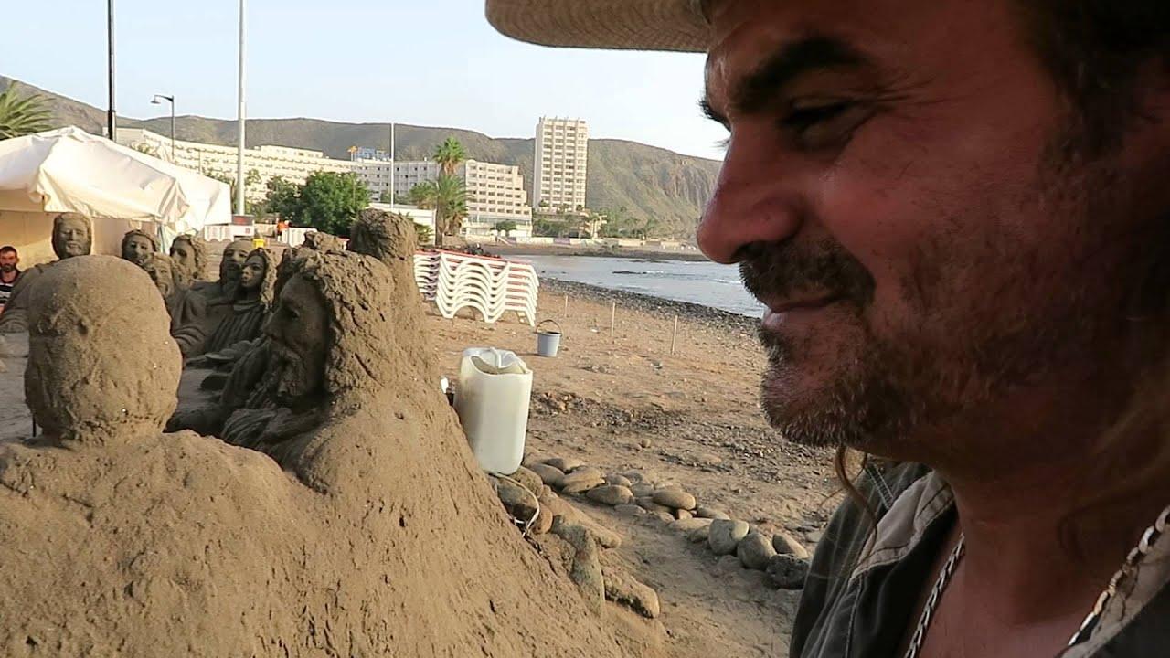 Rantataidetta Los Cristianoksessa<br /> Opetuslasten hahmot hiekassa