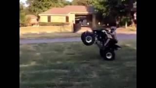 Me wheeling my 2007 trx250ex plz sub comment and like sorry for the bad video quality