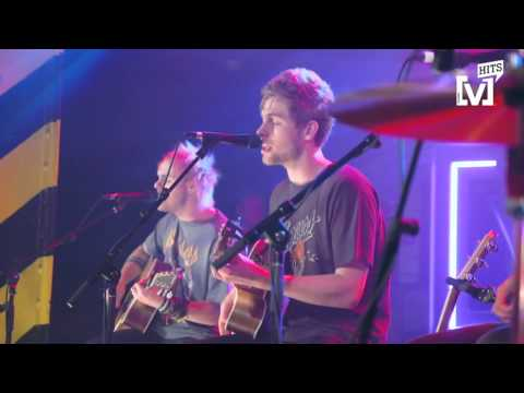 5 Seconds of Summer Live: Stripped & Intimate - Jet Black Heart