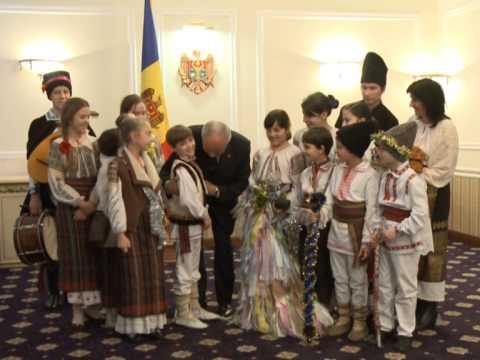 Президент Николае Тимофти принял в канун Рождества по новому стилю группы колядующих
