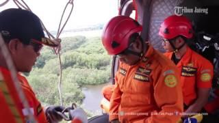 Video Kesigapan Personel Basarnas Jateng Bergelantungan di Tali Helikopter MP3, 3GP, MP4, WEBM, AVI, FLV Maret 2019