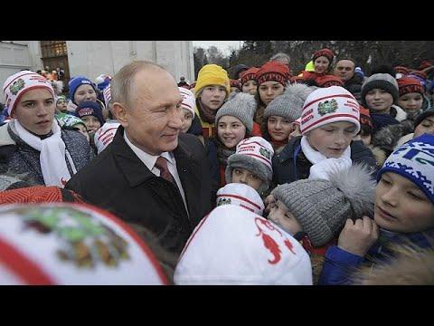 Χριστουγεννιάτικη «ανάκριση» του Πούτιν από… παιδιά