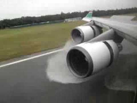 Boeing 747 - 400 Amazing Landing and Reverse Thrust Spray - Eva Air