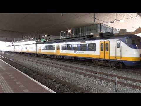 SGM 2977 vertrekt van station Rotterdam Centraal
