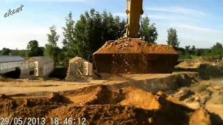 Загрузка песка в самосвалы. MAN TGA, Caterpillar 320.