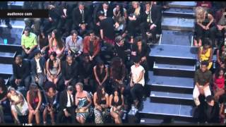1D WHILE DRAKE WAS PERFORMING + DURING COMMERCIAL BREAK