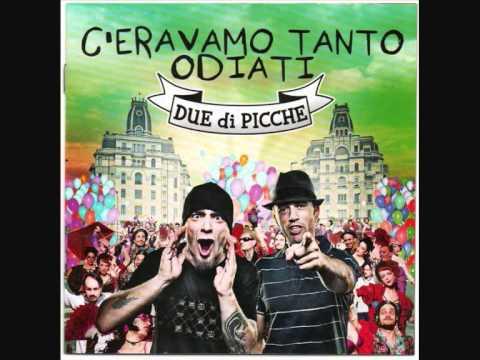 , title : 'DUE DI PICCHE - FARE A MENO DI TE CON TESTO SOTTO'