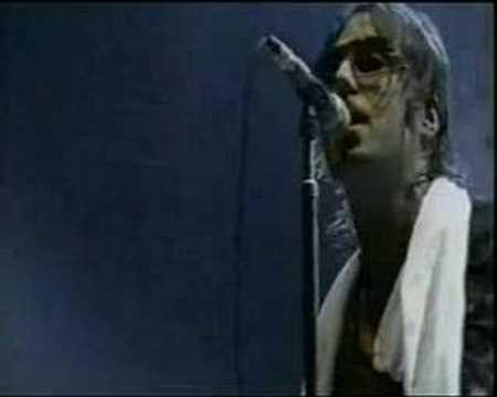Tekst piosenki Oasis - Born on a different cloud po polsku
