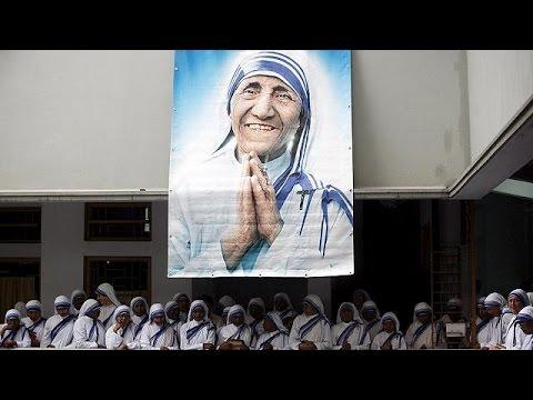 Την αγιοποίηση της Μητέρας Τερέζας ανακοίνωσε ο Πάπας Φραγκίσκος