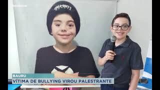 Adolescente vítima de bullying da palestras motivacional