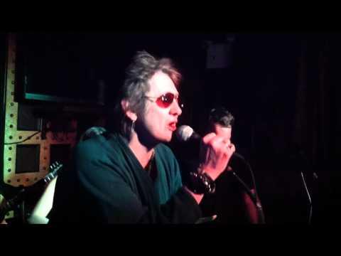 Shane MacGowan performing Sweet Jane