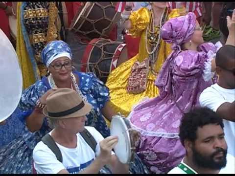 Abertura do carnaval de Olinda leva agremiações para as ladeiras da cidade