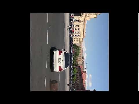 Երեկ Հանրապետության հրապարակում ավտոմեքենան վրաերթի է ենթարկել ցուցարարներից մեկին - DomaVideo.Ru