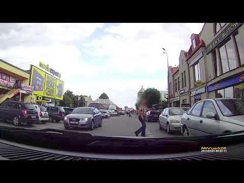 Lubartów – facet z karabinem chodzi po mieście