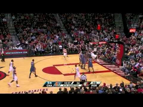 LaMarcus Aldridge's two-handed follow dunk against Bobcats