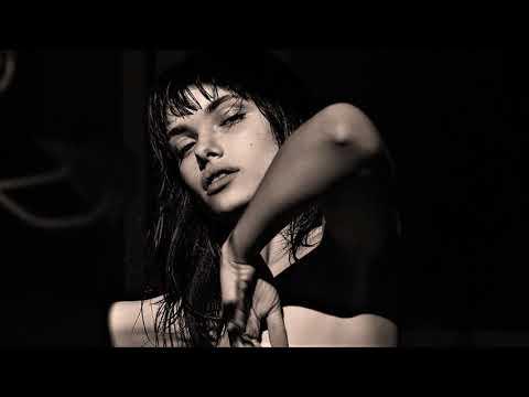 Roderic - Passengers (feat. Jacqueline Jones)