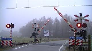 Locatie: De HaandrikTraject: Zwolle - Coevorden/EmmenSoort: AHOBRode lichten: 8Bellen: 2Bomen: 2Andreaskruisen: 2Passeren:- GTW-E als SN Emmen → ZwolleVideo is gemaakt op 31-12-16