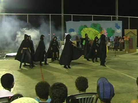 Alunas da EE Frei Rogato Dançam Thriller de Michael Jackson em Araçuaí
