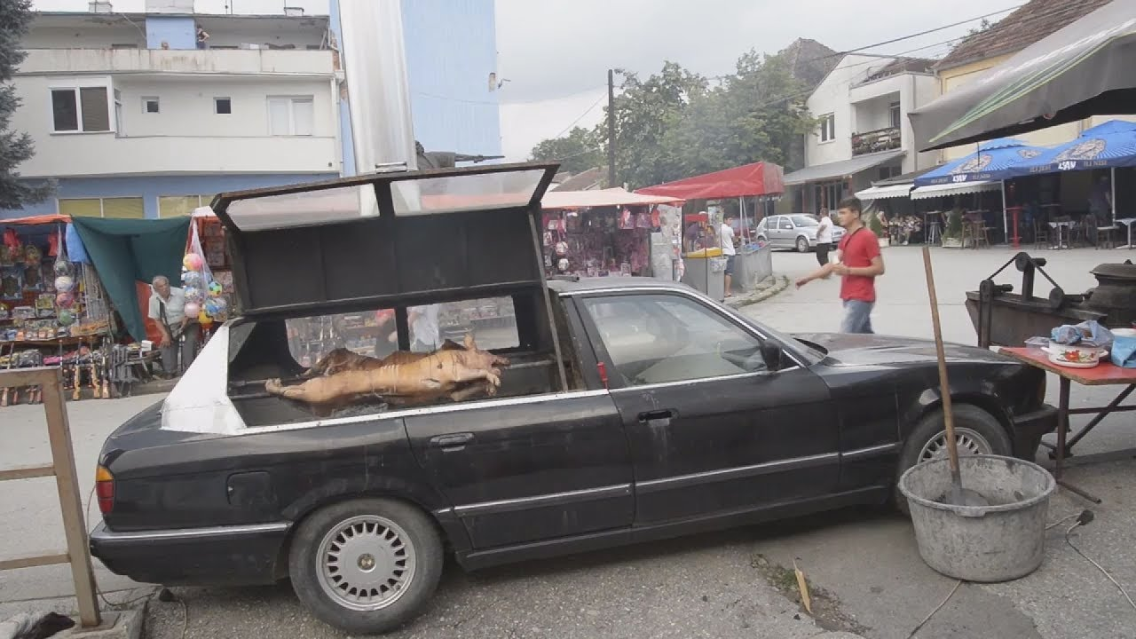 """Σέρβος μετέτρεψε το αυτοκίνητό του, σε """"ψησταριά"""""""