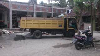 Video Umplung rasa Canter - Mitsubishi colt diesel 1984 dump truck MP3, 3GP, MP4, WEBM, AVI, FLV Desember 2017
