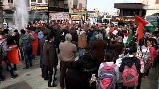 المئات يخرجون في طولكرم رفضاً للقرصنة ولمقاطعة بضائع الاحتلال