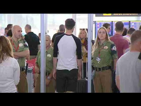 Los trabajadores del seguridad del Prat vuelven a votar en jornada de paros parciales