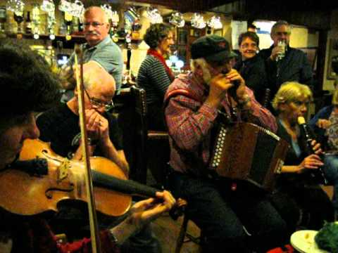 east european music - For many years local musicians have been meeting at the Stags Head, Dunster in West Somerset on one Wednesday evening a month to play traditional folk music ...