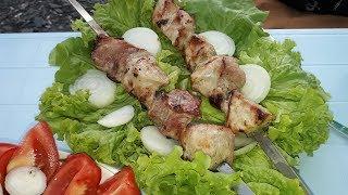 один из способов мариновки шашлыков. свинина в луково-кефирном маринаде.  мясо получается мягким и нежным..  http://join.air.io/lisaalisa