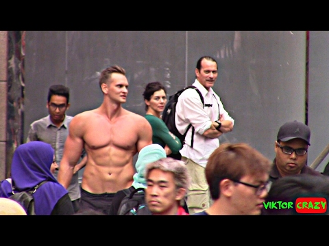 BODYBUILDER NAKED WALKING IN MALAYSIA 5 HOURS