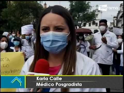Médicos posgradistas realizan plantón en el centro de Cuenca