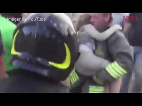 Entre escombros, rescatan con vida a niña