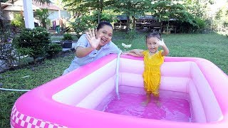 Video Unboxing Kolam Renang Anak Balita Lucu Warna Pink - Kids Playing Swimming Pool MP3, 3GP, MP4, WEBM, AVI, FLV Agustus 2018