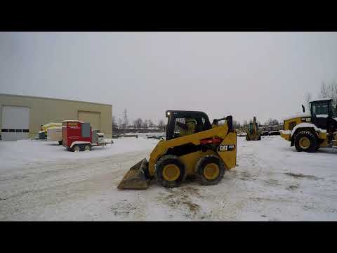 CATERPILLAR MINICARGADORAS 242D equipment video W0wuz5GFfaA