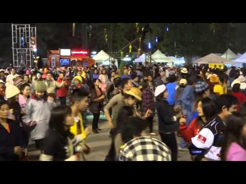 Dancing in Chiang Rai, Thailand (8,8)